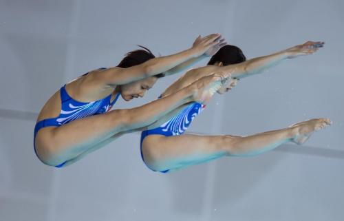 China's Zhang Jiaqi (right) and Zhang Minjie compete during the women's 10m platform final at the FINA Diving World Cup 2018