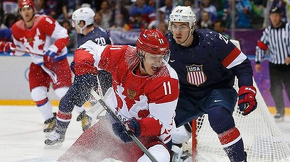 Russia and the USA battle it out on the ice in the Sochi Olympics