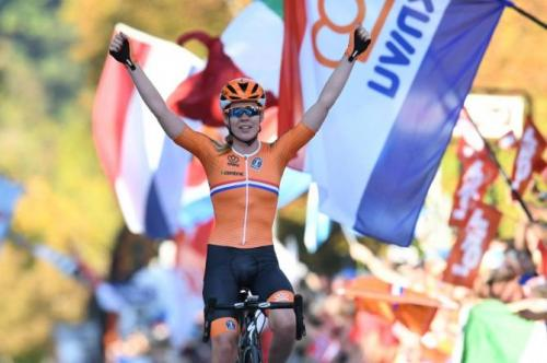Anna van der Breggen (Netherlands) celebrates winning the 2018 UCI Women's Road Cycling World Championships